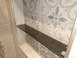 Glasfach-parsol-grau-rauchglas in dusche seifenablage gunskirchen