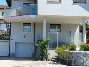 balkon-und-windschutz-mit-streifen 4600 wels oö