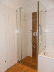 dusche-bei-badewanne oö