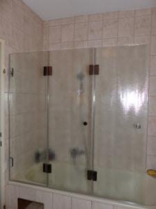 faltwand-auf-Badewanne in chinchilla glas rahmenlos in uhrfahr oö