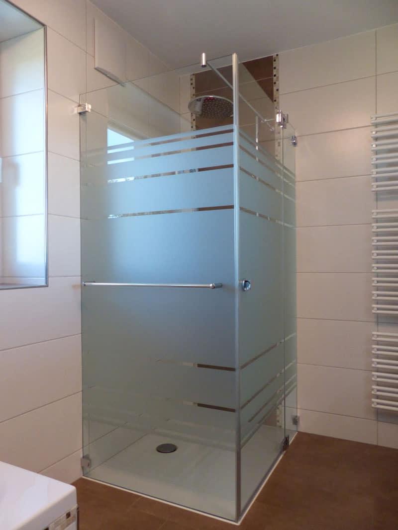 duschkabine-mit-streifen-und handtuchhalter raab oberösterreich
