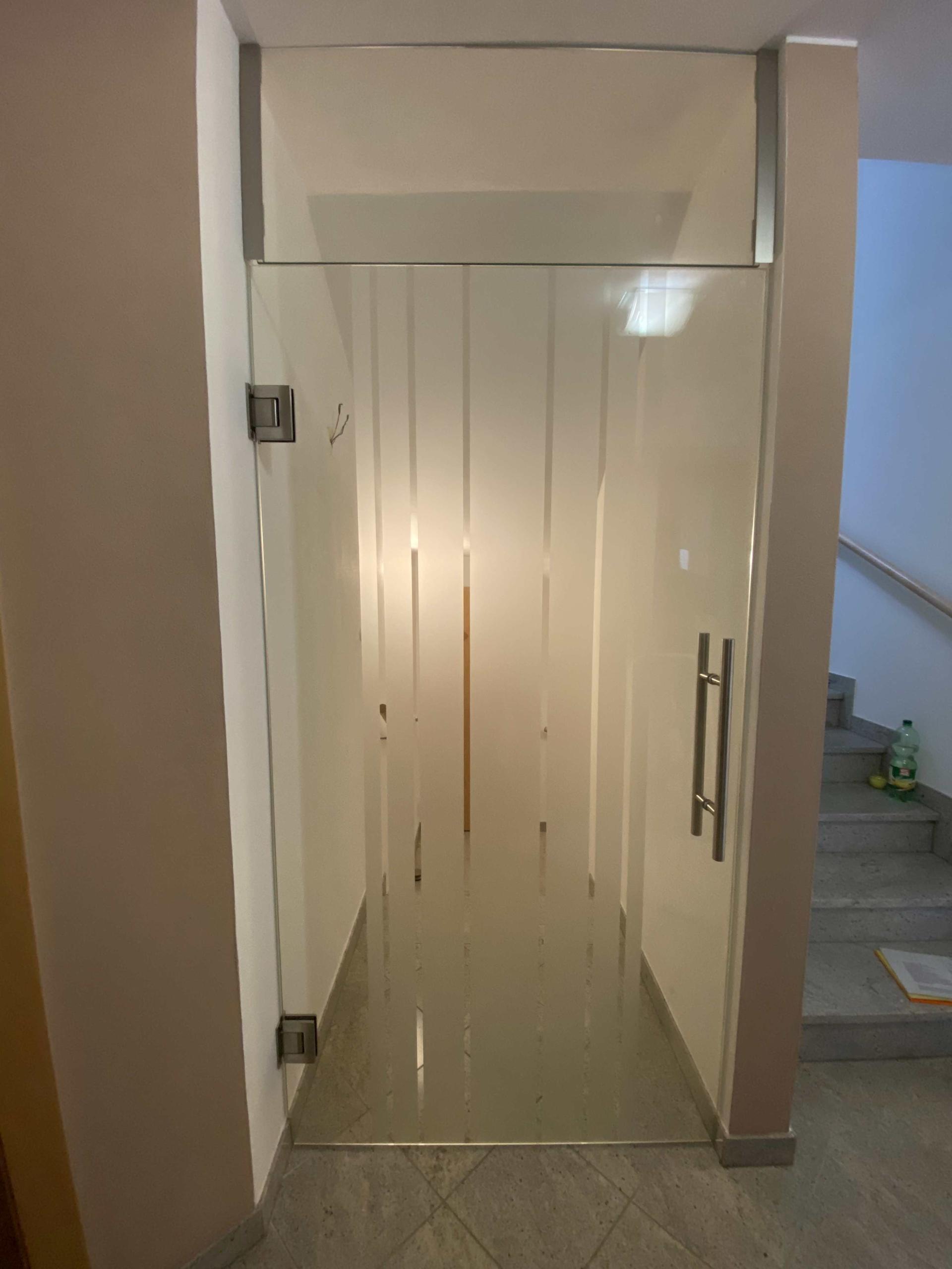 glastür mit oberlichte streifenmuster in grieskirchen